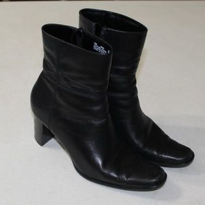 Apostrophe Heeled Ankle Boots / Booties